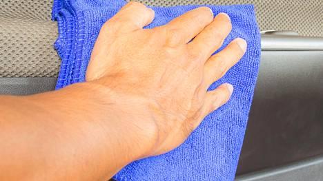 Mikrokuituliina on siivoojien suosikki. Sen putsaaminen voi kuitenkin olla vaikeaa.