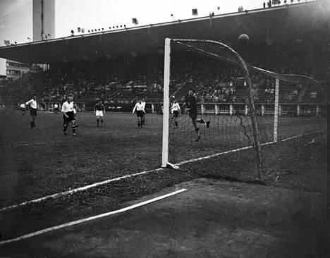 Helsingin olympialaisissa vuonna 1952 Suomen jalkapallomaajoukkue pelasi vain yhden ottelun.