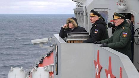 Venäjän presidentti Vladimir Putin seurasi Mustanmeren laivaston harjoitusta ohjusristeilijä Marsalkka Ustinovin kannella 9. tammikuuta 2020. Krimin haltuunotto vuonna 2014 on heijastunut Itämeren turvallisuustilanteeseen, ja jännitys alueella jatkuu.