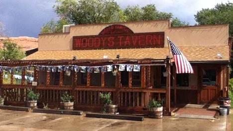 """Crystal Turner, 38, ja Kylen Schulte, 24, nähtiin viimeisen kerran elossa heidän poistuessaan Moabin keskustassa sijaitsevasta Woody's Tavern -baarista 13. elokuuta. Aiemmin he olivat kertoneet ystävilleen olevansa huolissaan leiripaikkansa läheisyydessä liikkuneesta """"karmivasta miehestä""""."""
