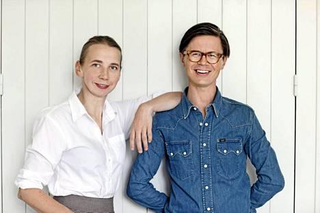 Hanni Koroma ja Sami Sykkö kirjoittivat kirjan ajattomista suomalaisista kodeista.