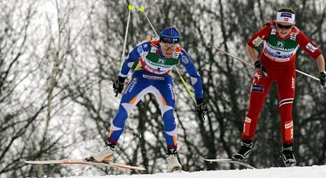 Aino-Kaisa Saarinen ohitti Norjan Marthe Kristoffersenin vuoden 2009 Liberecin MM-viestin ankkuriosuudella ja toi Suomelle kultaa.