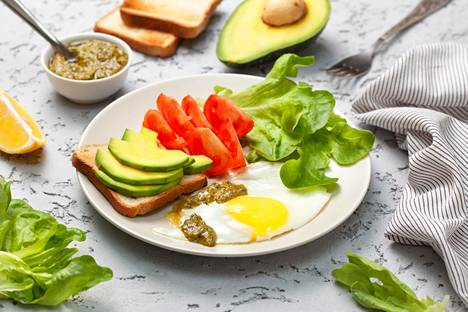 Normaali sekaruokavalio on hyvä tapa pitää huolta siitä, että saa riittävästi vitamiineja ja hivenaineita.
