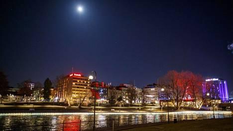 Poliisin tietoon on tullut nuorisojoukon suunnittelema joukkotappelu Tampereen keskustassa perjantai-iltana.