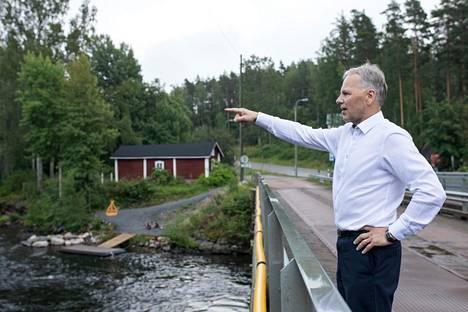 Matkalla ministeri halusi esitellä kotiseutunsa menestystarinoita. Yksi pysähdys tehtiin Mäntyharjun Voikoskella, jonka kupeessa on pitäjän vanhin teollisuusyritys Woikoski.