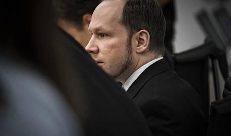 Norjan joukkosurmaaja Anders Behring Breivik saa naisilta runsaasti kirjeitä vankilaan. Hän ei kuitenkaan saa lukea niitä.