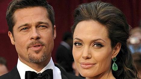 Angelina Jolien ja Brad Pittin odotetut häät lähestyvät.