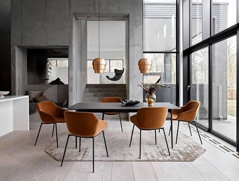 Eikö olisi ihanaa, jos ruokapöydän kansi olisi yhtä kestävä kuin keittiön kivitaso? BoConceptin jatkettavan Augusta-pöydän kanteen voi valita kestävää marmorikeramiikkaa.