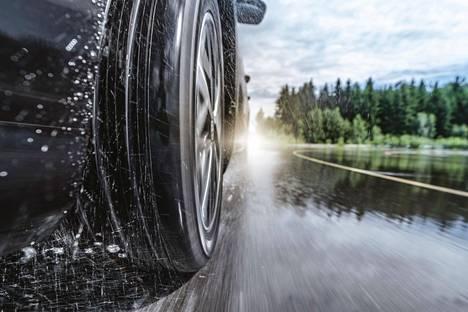 Kuluneet renkaat lisäävät vesiliirron riskiä.