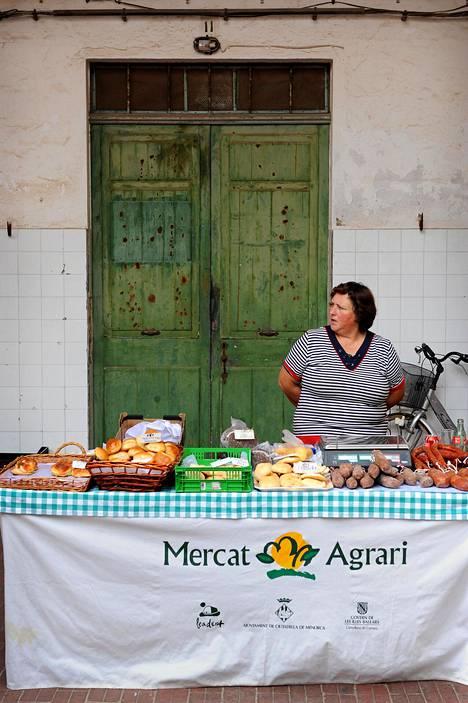 Lähiruokaa saa toreilta, pikkupuodeista ja supermarketeista sekä suoraan maatiloilta tai juustoloista.