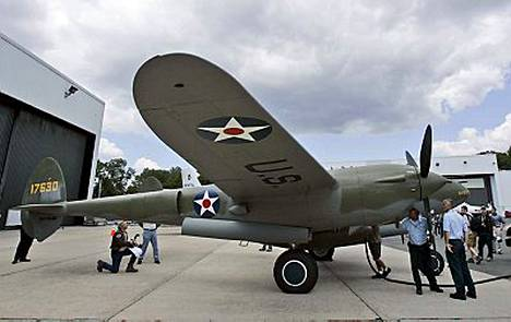 Toisessa maailmansodassa pudonnut hävittäjälentokone hautautui vuosikymmeniksi jää- ja lumimassojen alle Grönlantiin. Nyt P-38-mallinen hävittäjä suorittaa tehtävänsä loppuun.