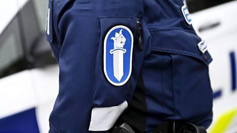 Poliisi ja poliisiauto kuvituskuvassa.