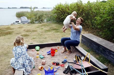 Maiju-vaimo kertoo lapsien syntymän muuttaneen Matti Mattssonia.