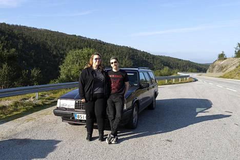 Espoosta kotoisin oleva pariskunta Ira Kokko ja Eetu Tarkamo lähti lomailemaan auton kanssa ajaen Itä-Suomen kautta Norjaan.