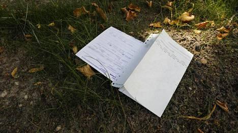 Ehkäisyneuvontapaperi lojui Asemapäällikönkadulla.