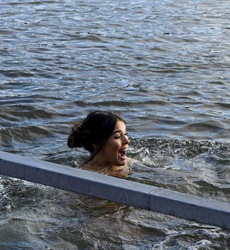 Veden pureva kylmyys yllättää Siepin.