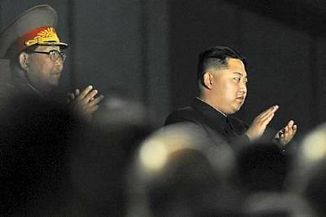 Kim Jong Un kunnioitti läsnäolollaan pohjoiskorealaista massatapahtumaa yhdessä Pohjois-Koreassa vierailevan kiinalaisvaltuuskunnan kanssa.