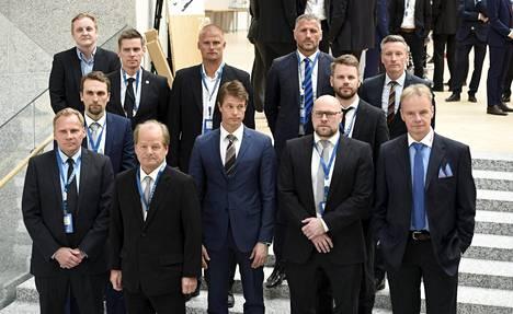 Veikkausliigan kauden 2016 päävalmentajat kokoontuivat ryhmäkuvaan liigan avaustilaisuudessa.