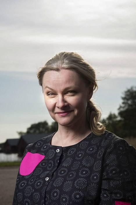 Päivi Storgård tunnetaan Aamu-tv:n entisenä juontajana, Nelosen uutisankkurina ja kirjailijana.