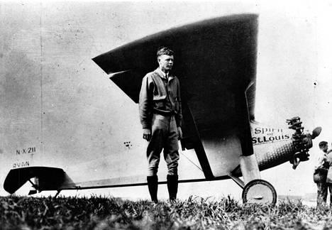 Mannertenvälinen lentosankari Charles Lindbergh käytti A-1-takkia.