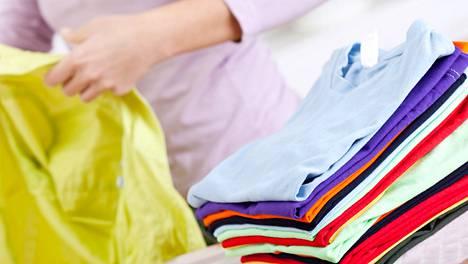 Kun vaatteet on viikkattu ovat siististi, pysyvät kaapitkin järjestyksessä.