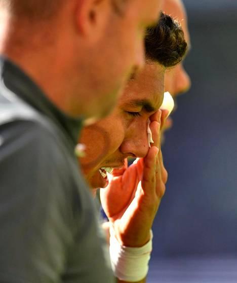 Liverpoolin Roberto Firmino sai silmävamman Tottenhamia vastaan.