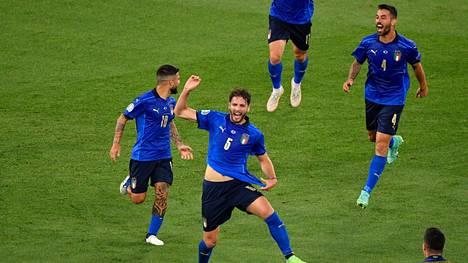 Manuel Locatelli iski Italialle kaksi maalia.