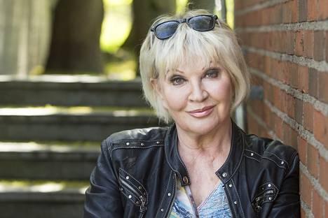 Hannele Lauri ystävystyi Loirin kanssa Spede Show'n kuvauksissa.