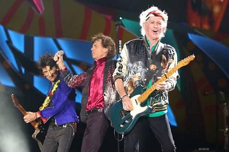 Mick Jagger on Rolling Stones -yhtyeen keulahahm. Kuvassa legendaariset kitaristit Keith Richards ja Ronnie Wood.