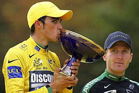 Espanjan urheiluministeri kehuu Alberto Contadoria puhtaan pyöräilyn esikuvaksi.