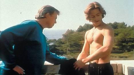 Brad Pittin (oik.) ensimmäinen pääroolisuoritus Valon pimeä puoli -elokuvassa pääsi elokuvateattereihin 1997.