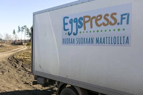 Eggspress vie munia tilalta kuluttajille. Mukana on neljä yrittäjää ja 20 munantuottajaa.