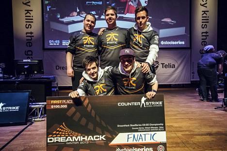 Fnatic voitti CS:GOn ensimmäisen major-turnauksen loppuvuodesta 2013. Wecksell (ylärivin keskellä) oli Fnaticin viimeinen jäljellä oleva pelaaja kyseisestä kokoonpanosta.