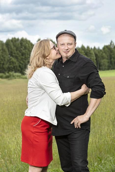 """Erkki Räsänen ja Hanna Huttunen sanoivat """"tahdon"""" 25. heinäkuuta."""