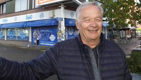 RoPSin entinen toimitusjohtaja Jouko Kiistala. Taustalla Rovaniemen kuuluisa bingotalo.