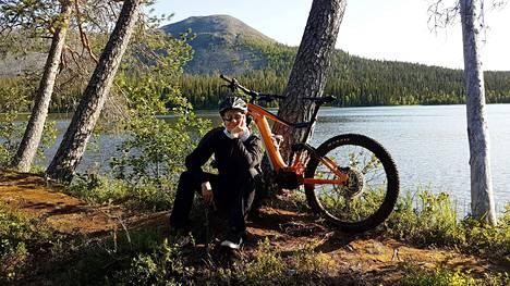 Maastopyöräily on Mirkulle yksi ilon lähde.