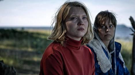 Satu Tuuli Karhu ja Sonja Kuittinen ovat loistavia Mädät omenat -sarjassa.