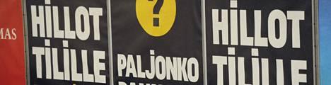 Pikavippimainos metroasemalla Helsingissä.