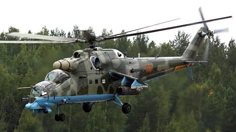 Harjoittelussa nähdään Mil Mi-24 raskaita taisteluhelikoptereita.