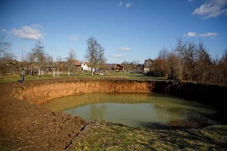 Osa uusista maanvajoamista on täyttynyt pohjavedellä.