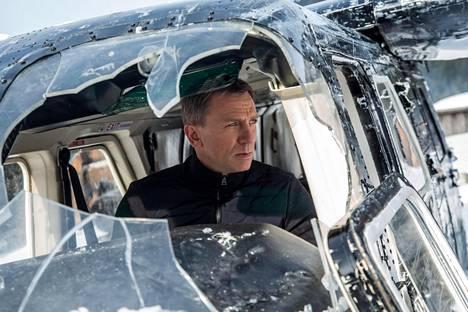 Näyttelijä Daniel Craig kohosi 007 Spectre -elokuvassa myös elokuvan tuottajaksi Barbara Broccolin ja Michael G. Wilsonin rinnalle.