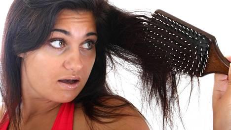 Tiesitkö, että jatkuva harjaaminen irrottaa hiuspohjasta talia?