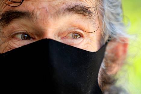 Kraft on ottanut käyttöönsä mustan hengityssuojaimen koronaviruksen varalta.