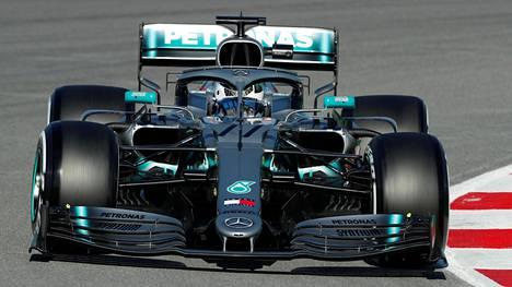 Valtteri Bottas ja uusi Mercedes W10.
