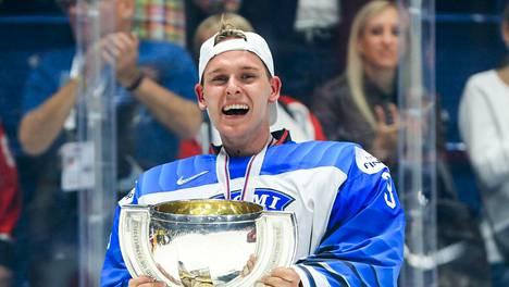 Kevin Lankinen juhli Leijonien kanssa maailmanmestaruutta keväällä 2019. Ensi kaudella hän on vihdoin saamassa kunnon näyttöpaikan myös NHL:ssä.