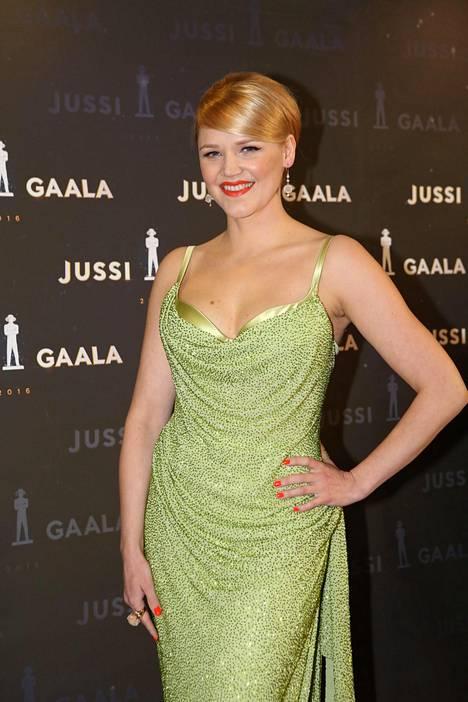 Anna-Maija Tuokko luotti iltapuvussaan vihreään.