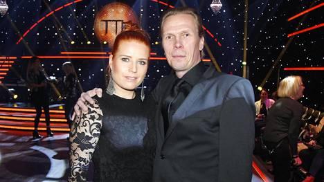 Jukka Rasila saapui Tanssii Tähtien Kanssa -ohjelman ensimmäiseen finaaliin rakkaansa Katja Partasen kanssa.