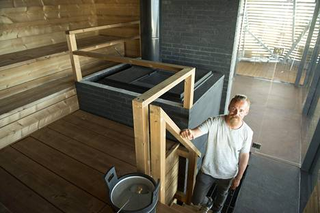 Helsingin Hernesaaressa sijaitseva Löyly -saunakompleksi valmistui vuonna 2016. Jasper Pääkkönen on yksi sen perustajista.