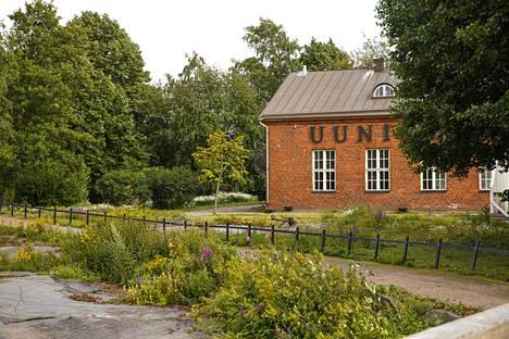 Ravintola Uunisaaren rakennus siirtyi kaupassa Raimo Sarajärvelle ja kumppaneille.
