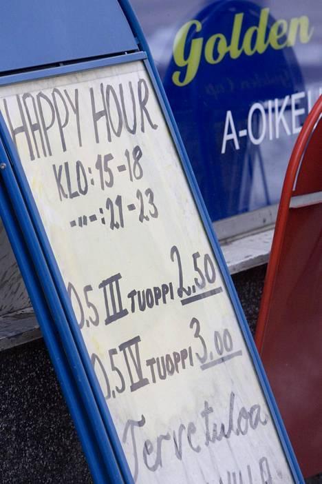 Lakimuutoksen seurauksena ravintolat voivat mainostaa juomatarjouksiaan esimerkiksi A-ständissä.